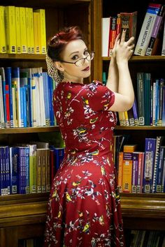 pinup librarian retro vintage fifties 50s library Naughty Librarian, Librarian Style, Library Photo Shoot, Woman Reading, Girls With Glasses, Book Girl, Geek Girls, Vintage Lingerie, Dress To Impress
