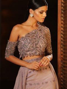 As 2018 comes to an end, we thought we'd put together an extra special bridal buys for you this month- with outfits and accessoriesthat are gonna be perfect for 2019 brides! Sari Blouse Designs, Fancy Blouse Designs, Stylish Dress Designs, Lehenga Designs, Dress Indian Style, Indian Fashion Dresses, Indian Designer Outfits, Fashion Outfits, Indian Designers