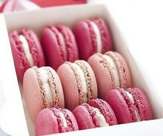 We love macaroons! Match Gemoro pearl, rose gold, pink diamond or pink topaz jewellery with your desserts! Macarons Rosa, Pink Macaroons, French Macaroons, Paleo Macaroons, Macaroons Wedding, Strawberry Macaroons, Vanilla Macaroons, Pink Love, Pretty In Pink
