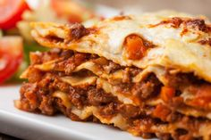 Welcome to my Syn Free Slimming World Lasagne. The Slimming World Lasagne dream come true with a real cheese sauce (no eggs mixed with cheese) and perfect for… Gma Recipes, Italian Recipes, Dinner Recipes, Cooking Recipes, Healthy Recipes, Favorite Recipes, Beef Lasagne, Lasagne Recipes, Sausage Lasagna
