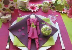 Leuk idee voor het servetten vouwen: maak een popje door servetten stap voor stap te vouwen
