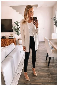 Spring Outfit Women, Summer Work Outfits, Casual Work Outfits, Mode Outfits, Work Attire, Work Casual, Black Jeans Outfit Work, Black Pumps Outfit, Outfit Jeans