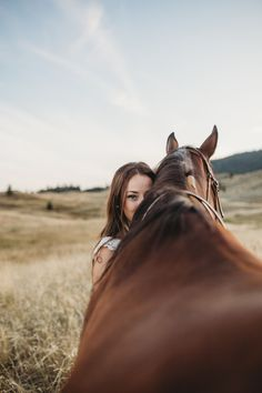 Moments by Cailey is a Wedding Photographer based out of Kamloops, BC who specializes in candid, easy going photography. She takes couples and engagement photos throughout the Okanagan and wherever a photography session takes her! Horse Girl Photography, Western Photography, Equine Photography, Underwater Photography, Photography Photos, Senior Photography, Cute Horse Pictures, Horse Senior Pictures, Horse Photos