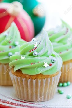 Image result for christmas cupcakes