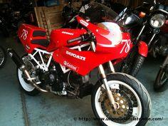 Une Ducati 900 SS de piste, sortie de chez Max Power...