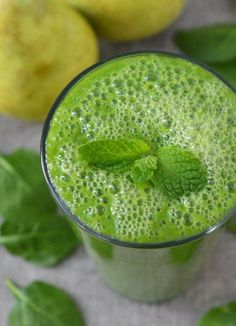 Recipe: Green Smoothie with Spinach, Pear, and Ginger