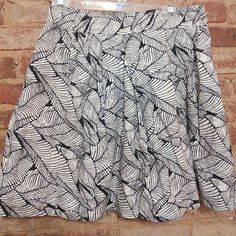 Loft skirt size 4 Black and white pretty patterned skirt from Loft, EUC. Has pockets and is fully lined! Offers welcomed. LOFT Skirts