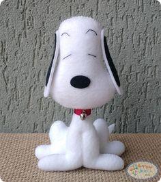 Oi pessoal, fiz o molde desse Snoopy especialmente para vocês, ele fica em pé sozinho \o/ Espero que gostem ;)  LISTA DE MATERIAIS FELTRObranco e preto