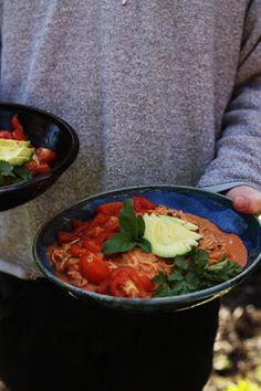 Raw vegan zucchini spaghetti that anyone will love