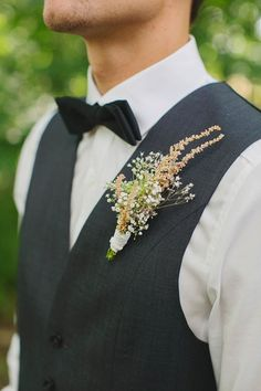 Baby's breath boutonniere   Image by Photo by Betsy