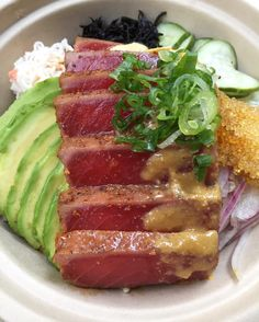 My fave #poke in NYC! Love @mauionionnewyork's Seared Ahi #Tuna #Tataki Bowl with avocado hijiki onion cucumber edamame and pickled ginger over brown rice. Super fresh and deliciously dressed w/ wasabi ponzu sauce. Thank you @donnakang2015 for having us at your stylish new eatery in the #Flatiron! #mauionionpoke #pokebowl #sashimi #chirashi #nyceats #myfab5  #jeaniuseats