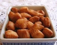 Happy Burp: My favourite Diwali Treat : Shankarpali Indian Desserts, Indian Sweets, Indian Snacks, Indian Food Recipes, Snack Recipes, Cooking Recipes, What's Cooking, Desi Food, Sweet Pastries