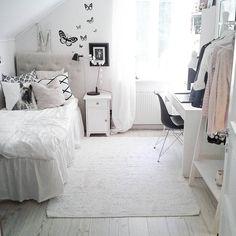 Äldsta dotterns rum! Ha en fin eftermiddag vänner! #tjejrum #barnrumsinspo #barnrum #barnrumsinredning #interior #interior444 #interior4all #interiorrabbit #interiorwarrior #hltips #lohne_interior84 #scandicinterior #mylovelythings #myhome #mitthem #boligdrøm #finahem