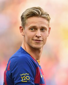 Frenkie de Jong Photos - Frenkie de Jong of FC Barcelona looks on prior to the Joan Gamper trophy friendly match between FC Barcelona and Arsenal at Nou Camp on August 2019 in Barcelona, Spain. Barcelona Vs Arsenal, Barcelona Team, Barcelona Spain, Solo Soccer, Soccer Boys, Nike Soccer, Soccer Cleats, Soccer Usa, College Basketball