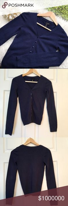 Navy blue cardigan 💥Discounted Bundles💥 ▪️Please use the offer feature 👍🏽 ▪️Ships within 24 hours ✈️ ▪️🚫No trades🚫No Paypal 🚫Holds ▪️ Love the item but not the price?  Make an offer! 😊 ▪️Questions?  Don't be shy!  Feel free to ask 💁🏽 ▪️Condition - Good ▪️Description - Cute H&M navy blue cardigan.  Normal signs of wear but good condition. H&M Sweaters Cardigans