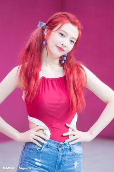 red velvet joy with red hair Velvet Red Hair, Red Velvet Joy, Seulgi, Kpop Girl Groups, Korean Girl Groups, Kpop Girls, Red Velet, Joy Rv, Rapper