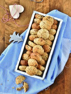 Pradobroty: Ovesné sušenky s kokosem, oříšky a rozinkami Christmas Sweets, Christmas Baking, Christmas Cookies, Dog Food Recipes, Cookie Recipes, Healthy Recipes, Slovak Recipes, Sweet Cookies, Healthy Cookies
