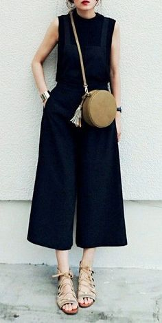 all black. nude accessories. street style. wide culottes.