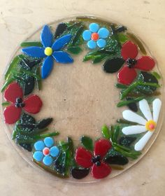 Fused glass - flower wreath Fused Glass Plates, Fused Glass Art, Glass Dishes, Stained Glass, Mosaic Art, Mosaic Glass, Glass Photo, Glass Flowers, Glass Garden