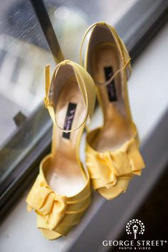 Sunny, bright yellow wedding shoes! Love. <3