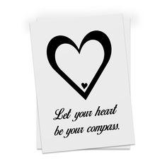 Postkarte Herz aus Karton 300 Gramm  weiß - Das Original von Mr. & Mrs. Panda.  Diese wunderschöne Postkarte aus edlem und hochwertigem 300 Gramm Papier wurde matt glänzend bedruckt und wirkt dadurch sehr edel. Natürlich ist sie auch als Geschenkkarte oder Einladungskarte problemlos zu verwenden.    Über unser Motiv Herz  Wir haben etwas auf dem Herzen, können jemanden ins Herz schließen, mit ihm ein Herz und eine Seele sein oder jemanden das Herz brechen. Das Symbol Herz, steht nicht nur…