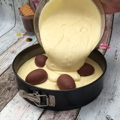 Klassischer Käsekuchen mit Kinderschokolade 😍😋🍫 easy 3 ingredients easy for a crowd easy healthy easy party easy quick easy simple Peanut Butter Dessert Recipes, Quick Dessert Recipes, Homemade Desserts, Dinner Recipes, 4 Ingredient Desserts, Desserts With Chocolate Chips, Mousse Dessert, Party Desserts, Cookies