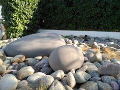 Con medidas y acabados personalizados rocas para decorar en jardines y piscinas, realizadas con mortero aligerado