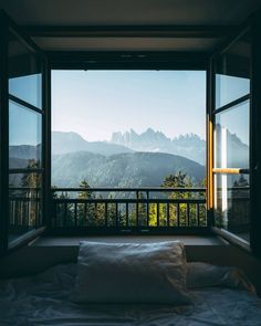 Bedroom with a view of the Dolomites in Italy Schlafzimmer mit Blick auf die Dolomiten in Italien Cool houses Window View, Through The Window, House Goals, Dream Rooms, Belle Photo, My Dream Home, Future House, Interior And Exterior, Interior Design