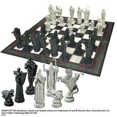 Detailed miniature re-creation of the Final Challenge Chess Set as see in the movie Harry Potter and the Sorcerer's Stone. Classic chess with Harry Potter Wizard pieces. Harry Potter Film, Harry Potter Chess Set, Objet Harry Potter, Cumpleaños Harry Potter, Harry Potter Merchandise, Harry Potter Birthday, Harry Potter Characters, Slytherin, Hogwarts