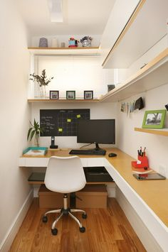 Small Office Design, Tiny Office, Home Office Setup, Office Nook, Home Office Space, Home Office Design, House Design, Basement Office, Modern Home Offices