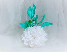 Brautschmuck - Blumenanstecker,Blumenbrosche aus Satin - ein Designerstück von Diamant-Shop bei DaWanda