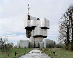 Google Image Result for http://cdn1.lostateminor.com/wp-content/uploads/2011/06/crazy-monuments-5.jpg