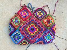 granny square crochet purse, crochetbug, crochet squares, granny squares, crochet tote, bolso