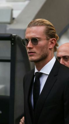 Loris karius Beşiktaş Somewhere on this subject list the good news is brand new haircut and men's ha Different Beard Styles, Beard Styles For Men, Hair And Beard Styles, Short Hair Styles, Quiff Haircut, Undercut Hairstyles, Hairstyle Short, Side Part Hairstyles, Popular Hairstyles