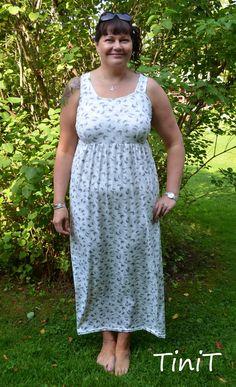 Handmade by TiniT: Ystävälle mekko