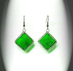 Green Textured Stained Glass Earrings by AfricanSand on Ets Stained Glass Birds, Stained Glass Panels, Stained Glass Projects, Fused Glass Art, Stained Glass Patterns, Glass Earrings, Glass Jewelry, Etsy Earrings, Dangle Earrings