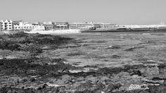 Desde las Islas Canarias  ..Fotografias  : Black and White ...Cala frente al Hotel Bahia Real...