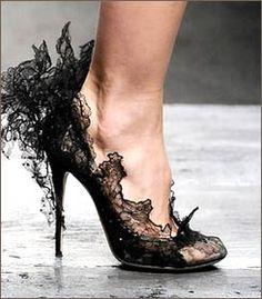 Кружевные туфли от Валентино