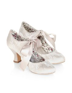 Our vintage-inspired Izabela bridal shoes are covered in lace, and adorned with tie-up satin bows. Softly-cushioned footbeds ensure a comfortable fit, while chunky, curved heels make for round-the-clock wear.