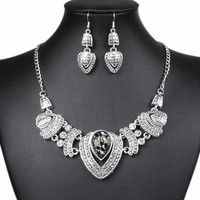 This vintage rhinestone choker chunky necklace earrings jewelry set goes really beautifully with you