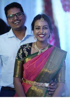 Black Blouse Designs, Hand Work Blouse Design, Sari Blouse Designs, Bridal Blouse Designs, Saree Wedding, Wedding Blouses, Wedding Bride, Saree Models, Blouse Models