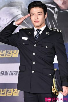 "Kang Ha Neul on Twitter: ""صور• هانيول من المؤتمر الصحفي لـ فيلم القادم Young police.✨… "" Asian Actors, Korean Actors, Asian Boys, Asian Men, Kang Haneul, Ikon Junhoe, Song Seung Heon, Netflix, Moon Lovers"