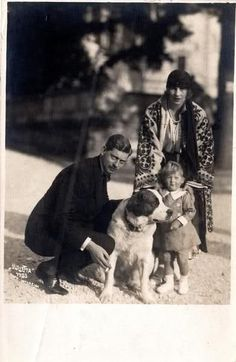 Crown Prince Carol and Crown Princess Elena of Romania with their son Mihai Romanian Royal Family, Greek Royal Family, Michael I Of Romania, Romania People, Royal Photography, Vintage Photography, Old King, Young Prince, Rare Pictures