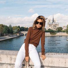 Ce printemps, c'est au tour du petit pull noisette d'accompagner nos jeans blancs (photo The Petticoat)