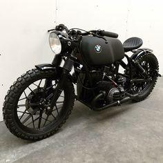 79 Astonishing Classic BMW & A classic BMW . BMW Cafe Racer Tout est dans le titre, velo, moto et autre! Bike Bmw, Cafe Bike, Moto Bike, Bmw Motorcycles, Custom Motorcycles, Vintage Motorcycles, Scrambler Custom, Custom Bikes, Bmw Cafe Racer