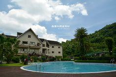 園區的露天游泳池呈現數字8造型,範圍沒有很大,較適合戲水或短泳