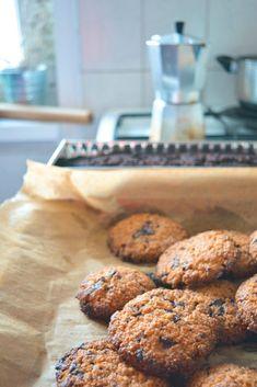 Mandulalisztes csokis keksz – Egyél csak, csillagom! Paleo, Healthy Eating, Sweets, Diet, Cookies, Food, Kuchen, Eating Healthy, Crack Crackers