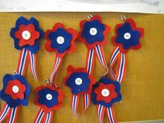 Here are some crafts and decorations that kids can make for this July We wish all of you a very Happy Independence Day in advance. Paper Crafts For Kids, Diy For Kids, Fun Crafts, Diy And Crafts, Arts And Crafts, 4th July Crafts, Patriotic Crafts, School Art Projects, Craft Projects