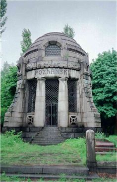 Old Mausoleum | Virtual Tour of Jewish Lodz: Poznanski's Mausoleum