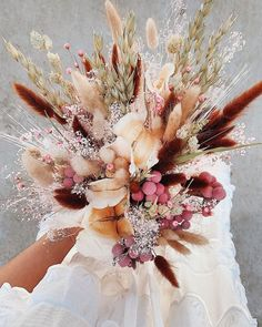 pretty bouquet inspiration - rabbit tail everything. 🌾🐰 about HonestlyWTF - bouquet # bouquet inspiration # wedding dresses Dried Flower Bouquet, Diy Bouquet, Wedding Dried Flowers, Modern Wedding Flowers, Bride Flowers, Diy Flowers, Fresh Flowers, Floral Bouquets, Wedding Bouquets